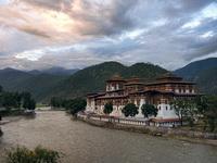 Выставка фотографа Сергея Шестакова Бутан. Проект Счастье.