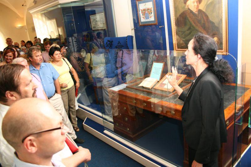 Экспозиции: Директор НМ РТ Назипова Г.Р. на открытии выставки