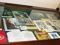 Фрагмент экспозиции выставки «С любовью к Дудину».. в Музее промышленности и искусства.