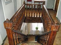 Экспозиции: Лестница в Доме-музее А.Л. Дурова.