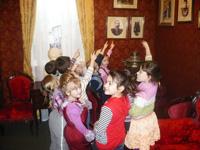 Воспитанники детского садика в музее