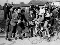 Тино Петрелли Fausto Coppi in gara al Trofeo Baracchi a Bergamo, 1953 Фаусто Коппи на соревновании за Приз Баракки в Бергамо, 1953 34 x 26 см - (Частная коллекция)