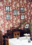 Интерьер квартиры. На стене - портреты писателей, бывавших  в доме Ш. Камала