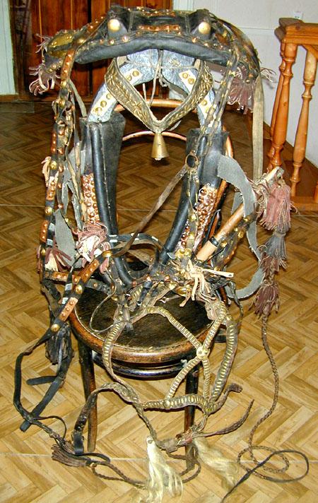 Фото: конная упряжь. дерево, металл, кожа.