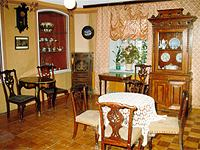 Экспозиции: Интерьер купеческой гостиной к.19 в.
