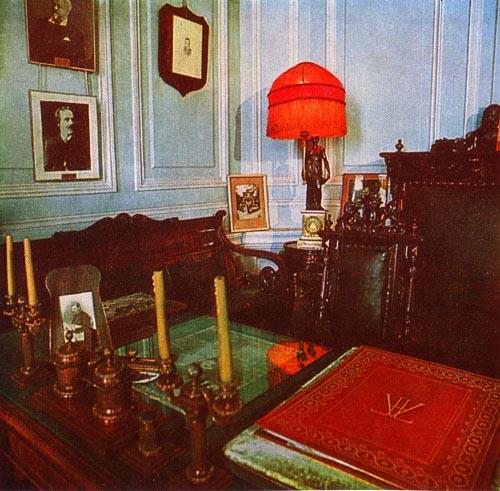 Экспозиции: Мемориальный кабинет А.К.Глазунова в музее