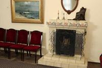 Экспозиции: Фрагмент экспозиции первого этажа. Камин. Фото Е. Караванова