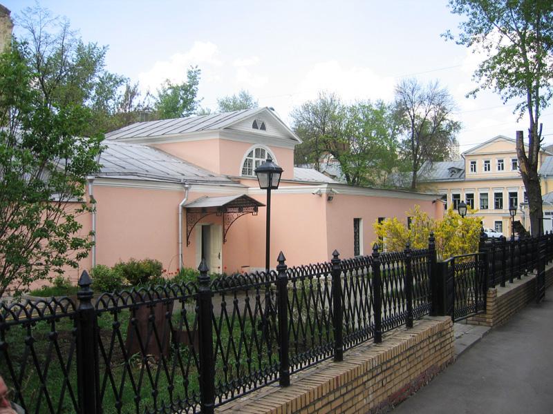 Экспозиции: Толстовский центр на Пятницкой-12