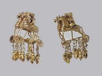 Экспозиции: Серьги с изображением всадников на колесницах