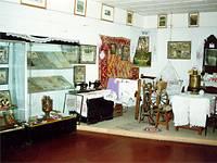 Выставочный зал с комнатой 30-40ых годов XXвека. 1995г.