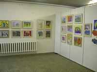 Выставка детского рисунка, посвященная музею павлина