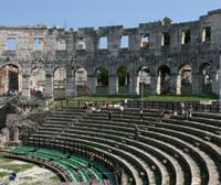 Колизей в Риме? Аrena в Пуле