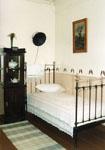 Мемориальная комната - кабинет Б. Пастернака. Кровать