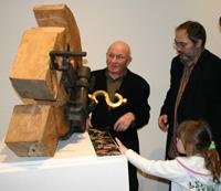 Художник Леонид Соков продемонстрировал, что Серп и молот открывается с помощью ключа-доллара