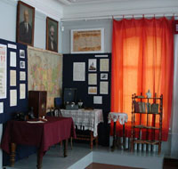 Часть экспозиции Дороги войны, дороги труда (выставочный зал)