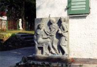 Угол дома-музея. Три девушки с янтарем. 1940. известняк