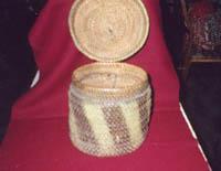 Изделия из корней. Короб. Ему более 200 лет.