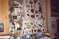 Интерьер каминной комнаты музея (камин в стадии завершения).
