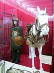 Иранский воин в полном вооружении и с боевым конем