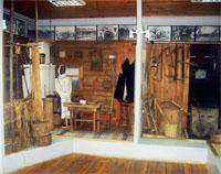 Фрагменты экспозиций дома крестьянина и столярной мастерской