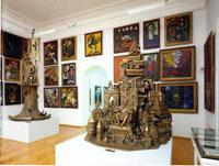 Вид экспозиции со статуей Бальзака