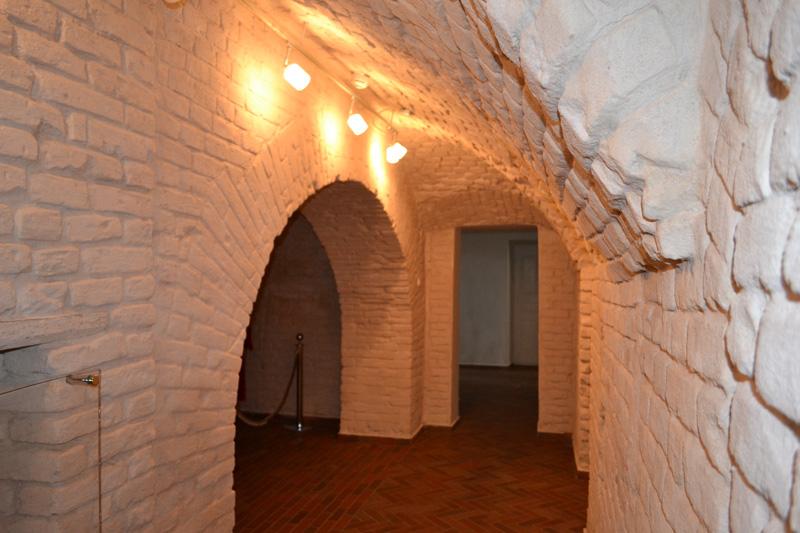 Экспозиции: Старинная каменная кладка 1-го этажа усадьбы