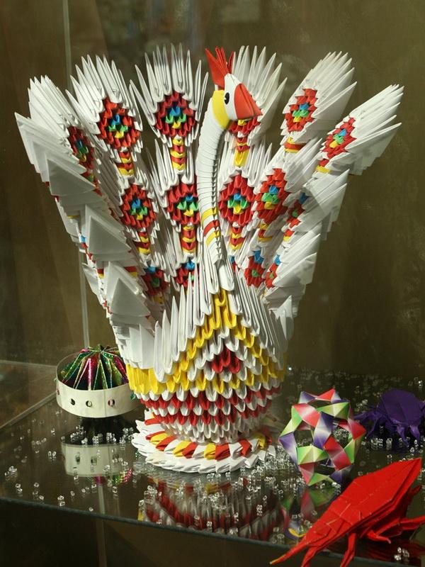 Экспозиции: Зимняя выставка оригами «Путешествие в Новый Год».