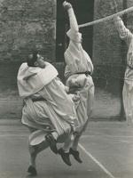 Антонио Мильори I frati volanti, 1956 Летающие монахи, 1956 29,5 x 39 см - печать с негатива (Собрание Автора)