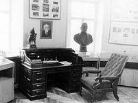 Письменный стол и кресло из кабинета У.Ф.Лискуна