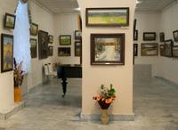 В залах галереи. Выставка Татьяны Юшмановой