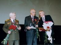 Д.Байерли и генерал М.Калашников на церемонии награждения Байерли орденом Св.князя Александра Невского. Май 2004. Москва