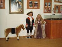 Мюнхгаузен-паж прощается с сестренкой и своей детской лошадкой