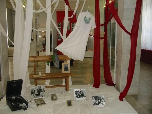 Экспозиции: На площадке танцевальной 41й год