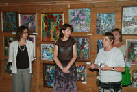 Организаторы  выставки произведений Анны Гладкой. 2009 г.