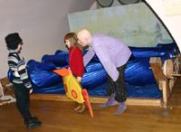 Дети на занятии на выставке …В тени кулис… в  Музее-усадьбе Останкино
