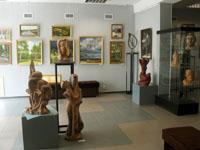 Выставочный зал. Выставка Скульптура Куликова К.Ф. и живопись Матюшенкова А.В.