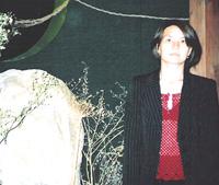 Директора Дома-музея Ш. Худайбердина Альбина Юлдашбаева у одного из экспонатов музея.