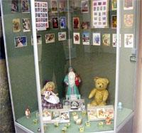Выставка Заглянем в мир филателии. Открытки и игрушки