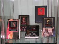 Выставка книг издательства Кембриджского Университета.