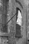 М. Савин. Восточная Пруссия. Кенигсберг. Флаг капитуляции на форте. 9 апреля 1945