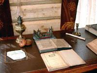 Мемориальная комната. Рукописная книга с личной печатью Каюма Насыри. Середина XIX в.