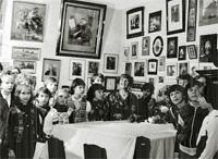 Экскурсия школьников. Ведет Н.С. Сванидзе. 1983.