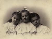 Семейный  альбом. Из истории фотоателье