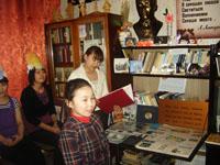 Студенты ЯМК с учащимися СЛШ ставят сценку Морошка по произведению Е.Г. Сусой. 2011 г.