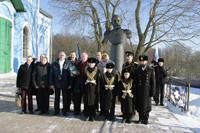 Участники торжественного митинга в честь 107-й годовщины  подвига русских кораблей у бухты Чемульпо