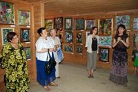 Посетители выставки произведений Анны Гладкой. 2009 г.