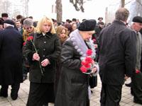 Возложение цветов членами аппарата Президента, Парламента и Правительства КБР