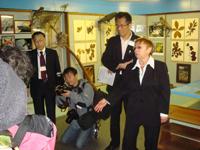 Члены японской безвизовой делегации на экскурсии в музее, 2011 г.