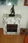 Камин, каминные часы в виде Мюнхгаузена на половинке лошади