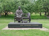 Значимые места: Памятник А.Т. Гагариной - матери первого космонавта
